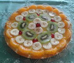 Crostata con crema pasticcera e frutta fresca...