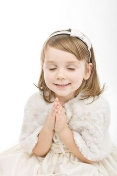 gods children praying | praying children images | Beautiful little girl praying