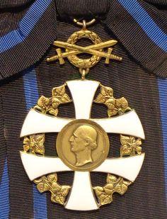 Order of the Slovak Cross grand cross with swords badge (Slovakia) - Tallinn Museum of Orders.jpg