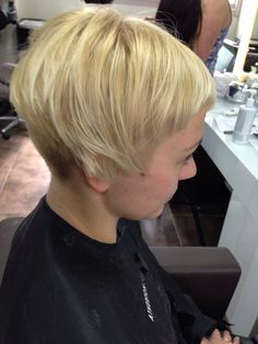 After photo of a haircut, did an undercut with a number 2 and left the fringe blunt. I also texturised the top a bit