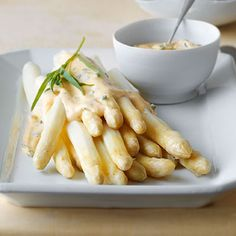 85-Grad-Spargel mit Kartoffeln und Sauce béarnaise