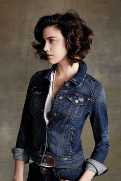 wanna give your hair a new look? Curly bob hairstyles is a good choice for you. Here you will find some super sexy Curly bob hairstyles, Find the best one for you, Stylish Haircuts, Cool Haircuts, Bob Hairstyles, Pixie Haircuts, Medium Hairstyles, Wedding Hairstyles, Casual Hairstyles, Braided Hairstyles, Short Curly Hair