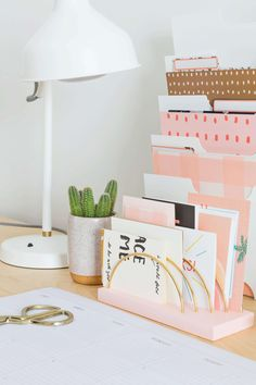 You actually belong to those groups people that rarely care about glamour and over-the-top designs for your home, then this is definitely your current cup of joe. Check this out article for 40 diy home decor ideas on budget. Desk Organization Diy, Diy Desk, Diy Interior, Diy Home Decor, Room Decor, Weekend Crafts, Diy Inspiration, Farmhouse Side Table, Letter Holder