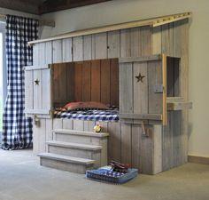 Aufwändiges handgefertigtes Kinderbett Hüttenzauber / wooden childrens bed in style of an Austrian cabin, cool nursery furniture, childrens bed made by varista via DaWanda.com