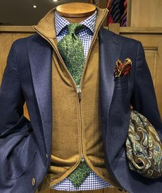 One great thing about men's fashion is that while most trends come and go, men's wear remains stylish and classy. However, for you to remain stylish, there are men's fashion tips you need to observe. Preppy Mens Fashion, Gents Fashion, Fashion Outfits, Mens Attire, Suit And Tie, Well Dressed Men, Gentleman Style, Men Looks, Mens Clothing Styles
