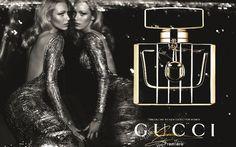 En esta campaña el diseñador siempre maneja en su publicidad, mucha sensualidad, deseo, y mujeres glamurosas.