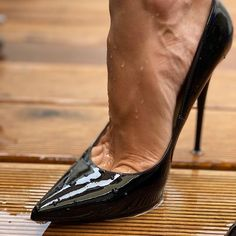 Sexy High Heels, Beautiful High Heels, Sexy Legs And Heels, Gorgeous Feet, High Heels Stilettos, Stiletto Heels, Ugly Shoes, Hot Shoes, Patent Heels