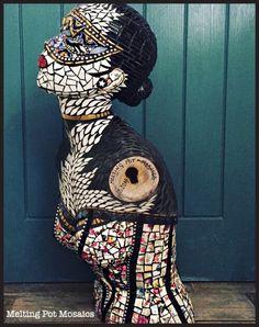 Mosaic Art, Mosaic Garden Art, Mosaic Tiles, Mannequin Torso, Mannequin Art, Vintage Mannequin, Mosaic Projects, Art Projects, House Ornaments
