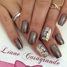 Instagram media by lianecds - Lais #umluxo #unhaslindas #unhasdecoradas #unhasdelicadas #nails #tudofeitoamão #tachinha #lianecasagrande