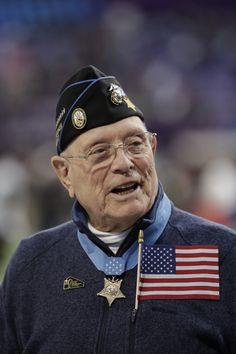 Medal of Honor recipients flip coin for Super Bowl LII ball Army Football, Some Gave All, Navy Cross, Medal Of Honor Recipients, Military Men, Philadelphia Eagles, Us Navy, New England Patriots, Usmc