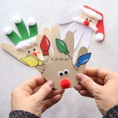 handprint christmas crafts Christmas Handprint cards - these are so cute! Love the reindeer, elf and Santa crafts. This is perfect for kids to make as a Christmas craft or a gift kids can make. Perfect for preschool or kindergarten. Christmas Handprint Crafts, Santa Crafts, Easy Christmas Crafts, Diy Christmas Ornaments, Christmas Cards Handmade Kids, Christmas Christmas, Hand Print Christmas Cards, Baby Christmas Cards, Classroom Christmas Decor