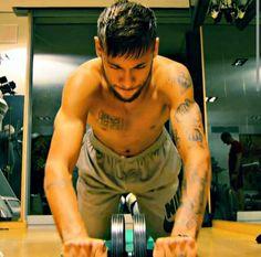 Neymar working out
