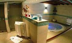 Hotel Casa Irene - Relax in the jacuzzi hot tub after a day's skiing