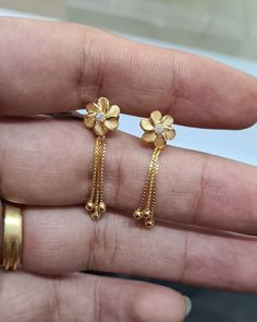 Gold Ring Designs, Gold Bangles Design, Gold Jewellery Design, Gold Necklace Simple, Gold Jewelry Simple, Jewelry Design Earrings, Gold Earrings Designs, Jewelry Model, Antique Gold Rings