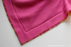 Everything you ever wanted to know about making fleece blankets! - A girl and a glue gun Braided Fleece Blanket Tutorial, No Sew Fleece Blanket, Fleece Blankets, Diy Throw Blankets, Fidget Blankets, Baby Blankets, Diy Crafts For Boyfriend, Diy Crafts For Teen Girls, Fleece Projects