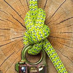 Bowline Knots - Bowline Knot on a Snap The Effective Pictures We Offer You About Camping knots video A quality pic - Bowling, Prusik Knot, Bowline Knot, Best Knots, Rope Knots, Diy Clothes Videos, Tree Care, Fishing Knots, Napkin Folding
