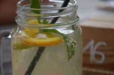 Summer Drink Recipes, Tea Recipes, Lemon Infused Water, Watermelon Punch, Pineapple Sage, Juice Diet, Juice Smoothie, Margaritas, Cilantro
