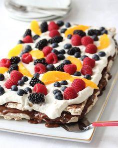 Carry on - Krem.no- Kobrakake – Krem. Fancy Desserts, Delicious Desserts, Baking Recipes, Dessert Recipes, Easy Strawberry Shortcake, Pumpkin Cake Recipes, Norwegian Food, Strawberry Cake Recipes, Sponge Cake Recipes