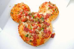 foodescapades:    Mickey Pizza