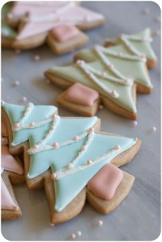 so so cute!! cinnamon-sugar cut-out cookie recipe + pastel christmas tree cookies tutorial from @bakeat350