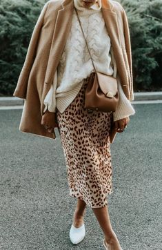 cute leopard skirt and sweater outfit idea Mode Outfits, Casual Outfits, Fashion Outfits, Womens Fashion, Fashion Trends, Fashion Weeks, Fashion 2017, Fall Winter Outfits, Autumn Winter Fashion