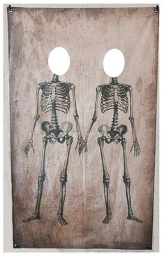 This skeleton couple photo booth banner will be the hit of your Halloween party, and will give your guests lasting memories of the event. It's simple to mount and easily rolls up for quick, space-saving storage. Halloween Prop, Photo Halloween, Halloween Fotos, Adult Halloween Party, Halloween Projects, Halloween Party Decor, Holidays Halloween, Halloween Themes, Cheap Halloween Decorations