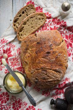 Nem, egyáltalán nem hittem abban, hogy otthon, mindenféle hókuszpókusz nélkül lehetséges jó kenyeret sütni. Tévedtem.