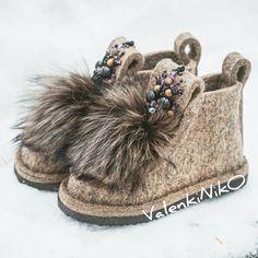 528 отметок «Нравится», 20 комментариев — Валеши | Валенки | Мокасины (@valenkiniko16) в Instagram: «Друзья, новая партия шитых валенок поступит в мои руки в конце февраля! Кто успел заказать себе…» Felt Boots, Wool Shoes, Felted Slippers, Childrens Shoes, Moccasins, Baby Shoes, Embroidery, Shoemaking, Crafts