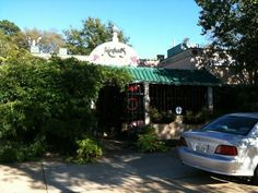Monjuni's Italian Restaurant on Louisiana Avenue in Shreveport, Louisiana