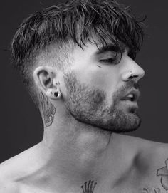 Forward Fringe With Disconnected Undercut - Disconnected Undercut Hairstyles Here is how to stay fancy and classy with the haircut that doesn't go out of style. These 44 disconnected undercut are sure to keep you trendy always. Hair And Beard Styles, Curly Hair Styles, New Hair, Your Hair, Men's Hair, Easy Hairstyles, Fringe Hairstyles, Natural Hairstyles, Mens Hairstyles Fade