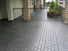 Stamped concrete Country Cobble Basalt Grey