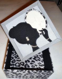 Caixa em MDF decorada com a técnica de patchwork embutido e totalmente revestida de tecido 100% algodão.  Fazemos também em outras cores e tamanhos sob encomenda. R$ 50,00