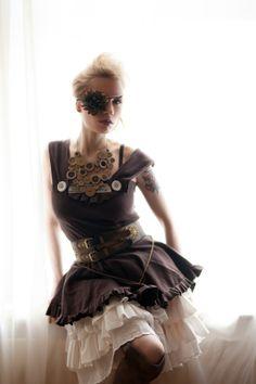 Oooooh, I LOVE this outfit! Viktorianischer Steampunk, Steampunk Cosplay, Steampunk Fashion, Steampunk Wedding Dress, Steampunk Hairstyles, Victorian Steampunk, Gothic Lolita, Pretty Dresses, Cosplay Costumes