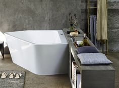 The Paiova 5 bathtub by Duravit is a symbiosis of a corner tub & a freestanding tub. Enjoy all advantages of both versions combined in one bathtub!