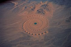 """Desert Breath (in Egypt)   Desert Breath is a Land Art project created by D.A.ST. Arteam. The team was founded in 1995.  It was completed in March 1997. / 3人の女性アーティストによるユニット D.A.ST. Arteam が 砂漠に永遠を感じ、""""時の流れ"""" と""""心の風景"""" をテーマに1995年に制作を開始し、2年の歳月をかけ完成。"""