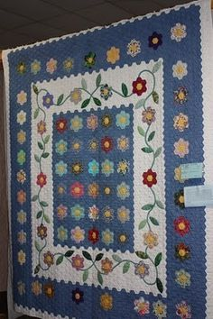 The Q and the U - Quilting Blog: KVQG Quilt Show Virtual Tour: Part 3 of 5. Grandmother's Flower Garden by Marilyn Craft of Rothesay, NB.