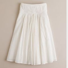 """✨J.Crew pleated skirt J.crew white pleated full skirtSize 0       Excellent condition 100% cottonMeasurements laid flat: waist 13.5""""/ length 23"""" 15% off bundles!!! J. Crew Skirts A-Line or Full"""