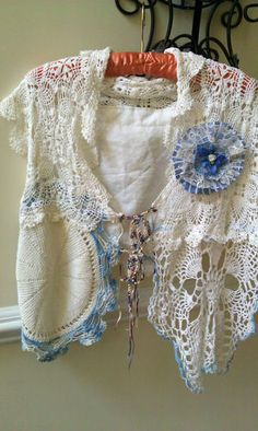 scarf / shawl made with vintage doilies,