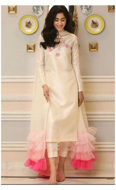 Party Wear Indian Dresses, Pakistani Fashion Party Wear, Designer Party Wear Dresses, Pakistani Dresses Casual, Indian Fashion Dresses, Indian Gowns Dresses, Kurti Designs Party Wear, Dress Indian Style, Pakistani Dress Design