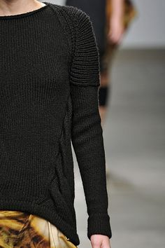 traveling cable, nice contrast to the horizontal rib sleeve