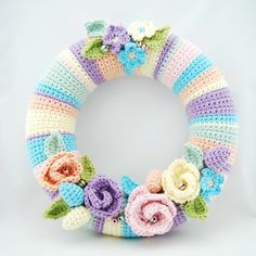Crochet wreath pattern in Dutch from Echtstudio with a link to Attic 24 crochet May Roses pattern in English.
