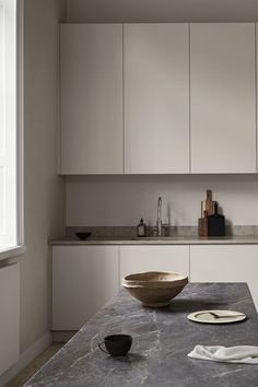 With roots in Scandinavian design we have created Nordiska Kök. Minimalist kitchens to live in, unique and tailor-made to suit your life, today and tomorrow Design Apartment, Apartment Kitchen, Home Decor Kitchen, Home Kitchens, Nordic Kitchen, Beige Kitchen, Minimal Kitchen, Kitchen Modern, Home Interior