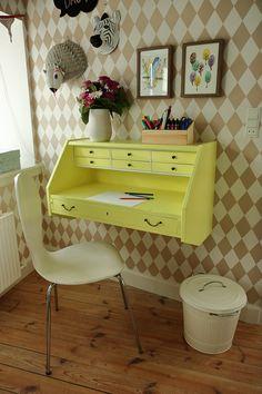 Retro desk for the kids room DIY, make this yourself ;) Skrivebord til børneværelset