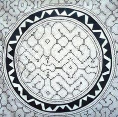 CUANDO LOS DISEÑOS SON CANTO: ARTE SHIPIBO-KONIBO Manta Ray Tattoos, Peruvian Art, Psychedelic Drugs, Folk, Ancient Symbols, Nature Tattoos, Sacred Art, Pattern Drawing, Textiles