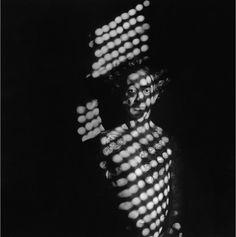 Pocos fotógrafos han indagado tanto sobre sí mismos como Alberto García-Alix. Casi inclasificable, el retrato es la disciplina que más ha explorado el ...