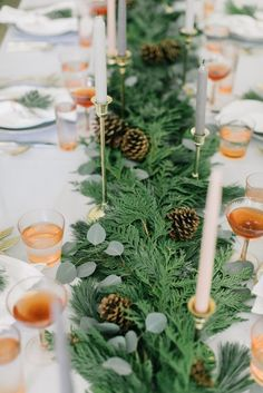 Tablescaping for a Christmas Gathering Minimal Christmas, Natural Christmas, Simple Christmas, Christmas Ideas, Holiday Fun, Home Coffee Stations, Christmas Gifts For Coworkers, Winter Wonderland Christmas, Thanksgiving Tablescapes