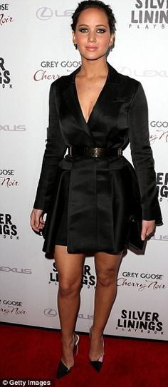 Jennifer Lawrence - her makeup here is PERFECT for a glam night out :)
