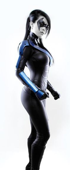 Linda Le (VampyBitMe) as Nightwing.  Photograph by Long Vo.  Linda designed the suit herself, made from Aluminum, Carbon Fiber, Polyurethane stretch fabric, fake leather, and foam & latex