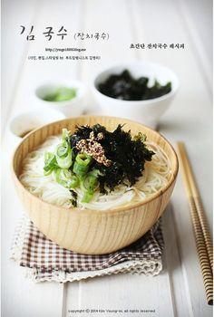 비가 주룩주룩 내리는 오후 :) 잔치국수가 땡기는 날입니다~멸치육수만 내어도 맛있는 잔치국수 레시피인데... K Food, Love Food, Asian Recipes, Real Food Recipes, Steam Recipes, Breakfast For Dinner, Foods To Eat, Food Festival, Korean Food