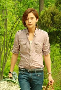 MetKstar is the internet platform for Kpop/Kdrama community to discuss, connect and share anything about Kpop/Kdrama. Audrey Hepburn Style, Love Rain, Jang Keun Suk, Yoona, Korean Actors, Kdrama, Button Downs, Men Casual, Mens Tops